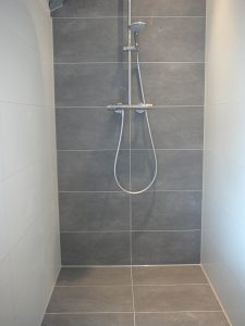 Kitranden badkamer vernieuwen Boskoop